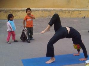 yoga en la calle copy